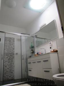 5.טרמו-ונט-תאורה-טבעית-עם-אוורור-TVL-20-מקלחת-שרותים1