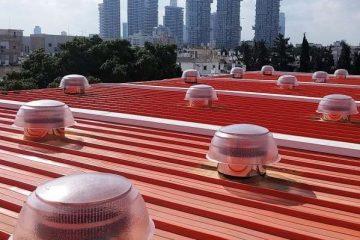 כיפות תאורה עם אוורור על גג קלזיפ, תל-אביב
